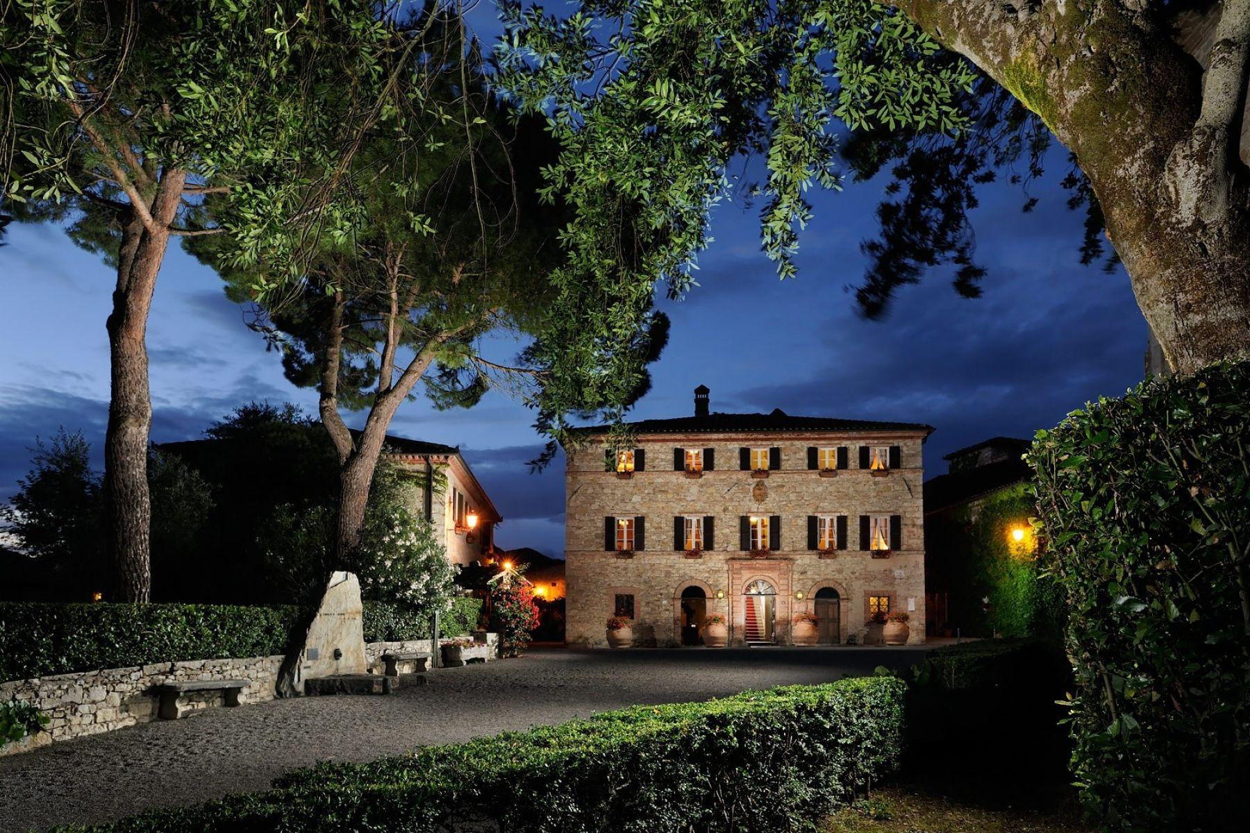 Esterno-notte-Palazzo